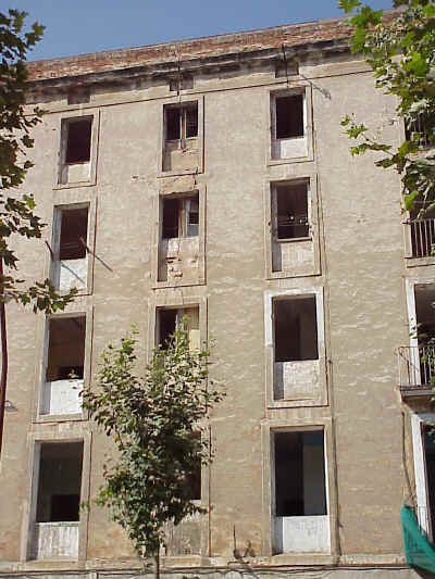 El Raval: renovation works reveal the subdivision of rooms in old apartment blocks