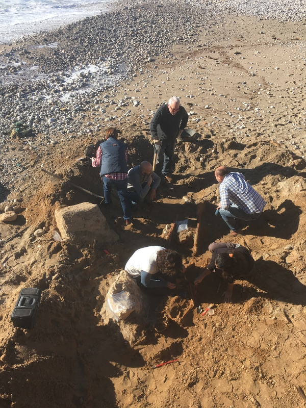 Excavation of human remains on a Sitges beach