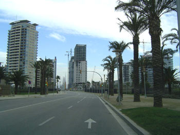 Diagonal Mar: empty streets