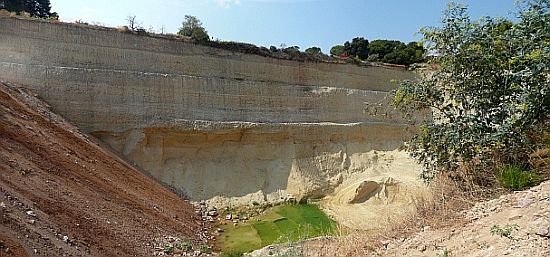 Sant Pere de Ribes Sílices Mestre quarry site - a permit is required for a site visit