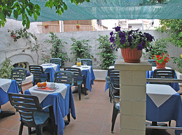 Hotel Piccadilly patio
