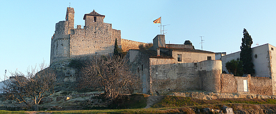 Calafell castle: the historic core of Calafell is disconnected from the seafront beach resort